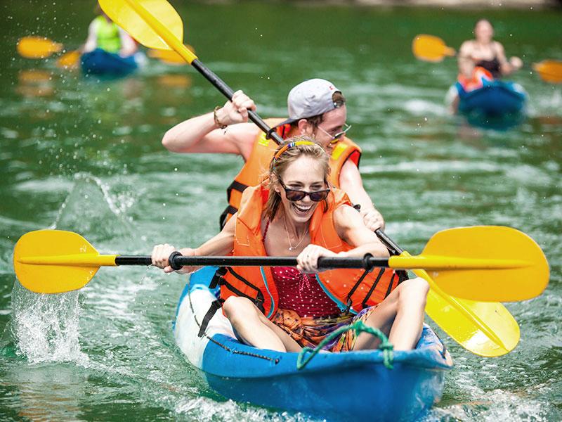 Tự do chèo thuyền kayak