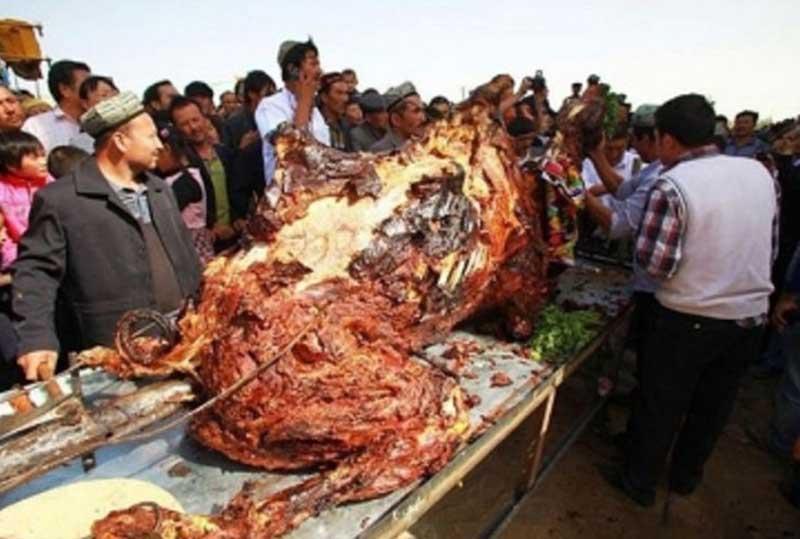 Du lich Dubai - thịt nhồi lạc đà