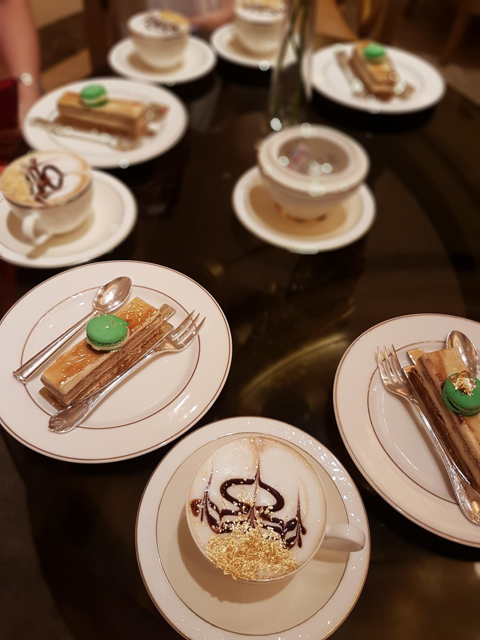 Thưởng thức món ăn xa xỉ trong khách sạn 7 sao, Dubai
