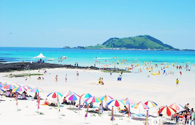 Tắm biển Jeju