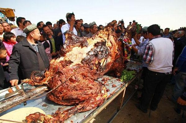 Lạc đà nhồi thịt
