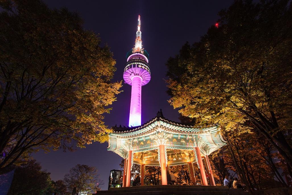 Ngắm nhìn tháp truyền hình Seoul về đêm