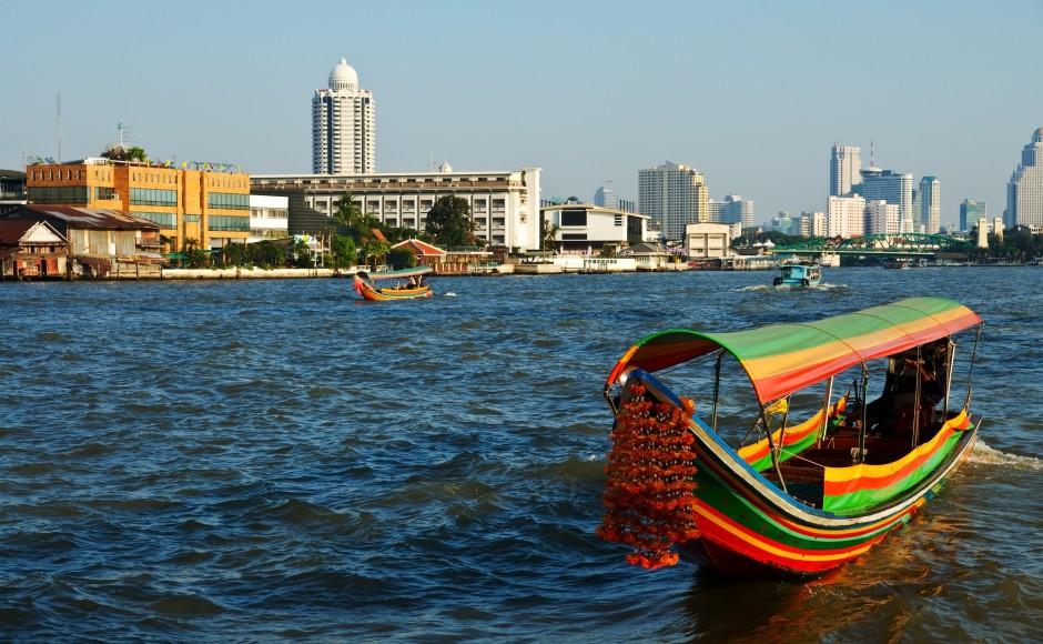 Thuyền trên dòng sông Huyền thoại Chao Praya