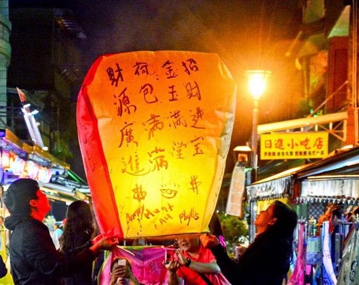 Thả đèn trời của làng cổ Thập Phần Đài Loan