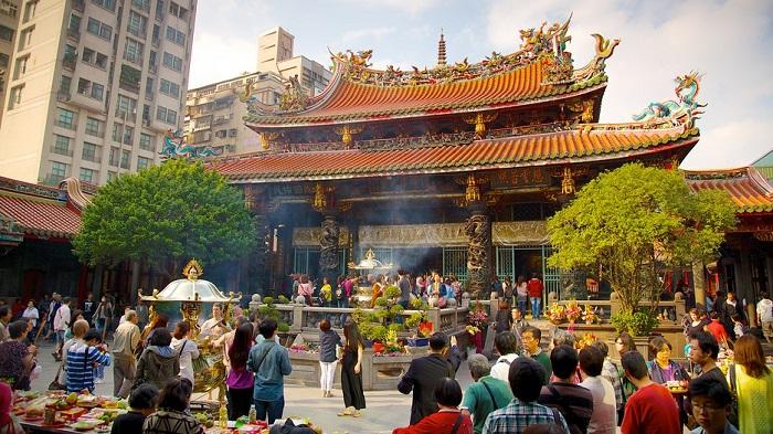Chùa Long Sơn Tự Đài Loan