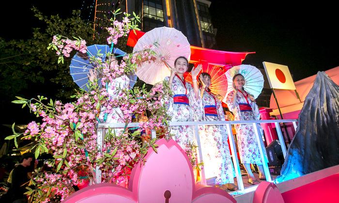 lễ hội diễu hành xe hoa
