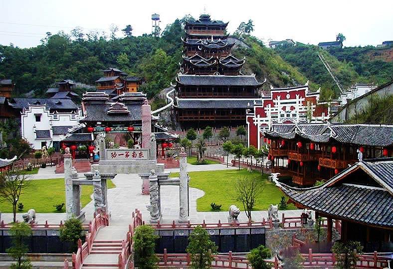 những địa điểm nên đến khi du lịch trương gia giới phượng hoàng cổ trấn