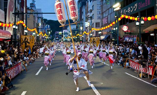 Nếu cơ cơ hội du lịch Nhật Bản vào dịp rằm tháng 8 thì bạn đừng bỏ lỡ lễ hội Awa Odori Matsuri