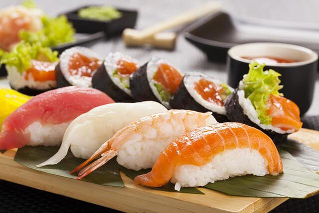 Màu sắc là một trong những yếu tố quan trọng quyết định đến trình tự thưởng thức các món sushi