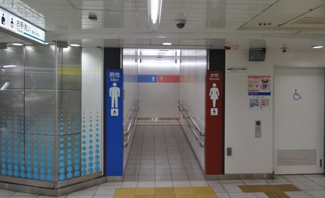 Du khách có thể dễ dàng tìm thấy các nhà vệ sinh công cộng khi du lịch Nhật Bản