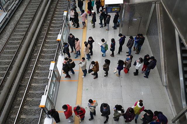 Lưu ý về văn hóa xếp hàng khi du lịch Nhật Bản