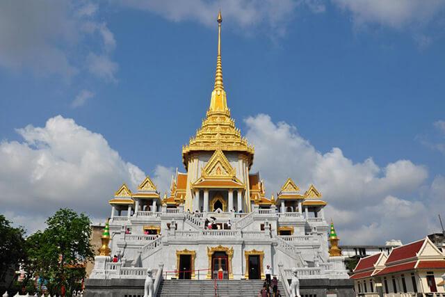 Bangkok còn được mệnh danh là xứ sở của chùa chiền bởi nơi đây có rất nhiều công trình tôn giáo mang đậm dấu ấn Phật giáo Thái Lan