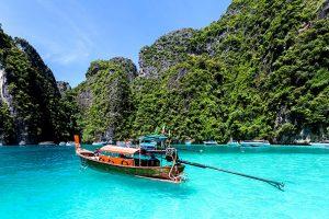 Pattaya nổi tiếng với những bờ biển có dòng nước trong xanh như ngọc bích