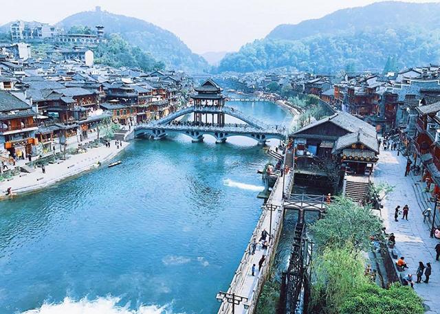 Phượng Hoàng trấn cổ là một điểm du lịch Trung Quốc đẹp đến khó thở, nếu có cơ hội bạn phải đến đây 1 lần