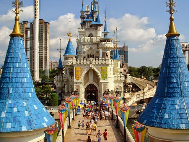 Đừng bỏ qua cơ hội tham quan công viên Lotte World nổi tiếng khi du lịch hàn quốc tự túc