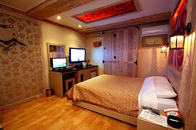 Trong chuyến du lịch hàn quốc tự túc bạn có thể thuê phòng tại các khách sạn 4 sao để tận hưởng các dịch vụ tuyệt vời