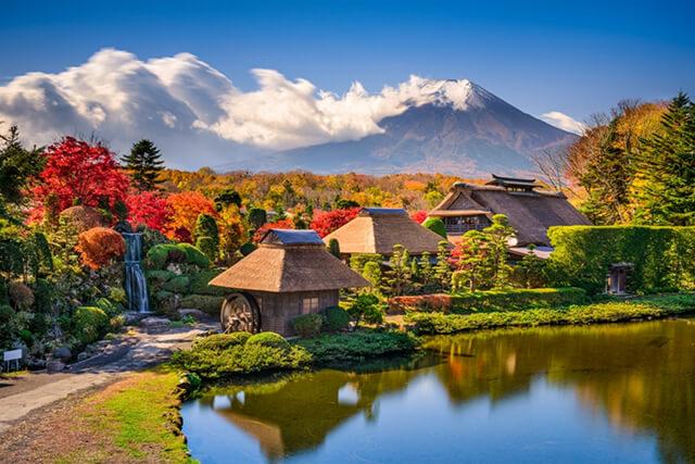 Có rất nhiều trải nghiệm độc đáo đang chờ du khách trong tour nhật bản 6N5D tại làng cổ Oshino Hakkai