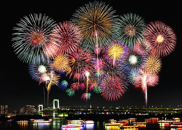 lễ hội pháo hoa Sumidagawa diễn ra vào chủ nhật thứ tư của tháng 7