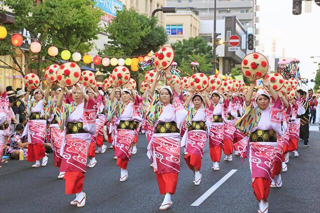 Tham gia llễ hội múa Hanagasa Matsuri trong tour du lịch Nhật Bản sẽ đem lại cho bạn những trải nghiệm hết sức thú vị
