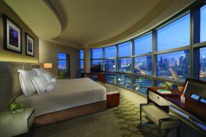 Tận hưởng một đêm ở khách sạn Jumeirah Emirates Towers khi đi tour Dubai