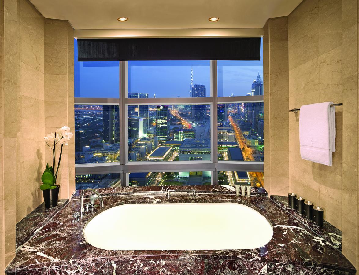 phong-khach-san-Jumeirah-Emirates-Towers