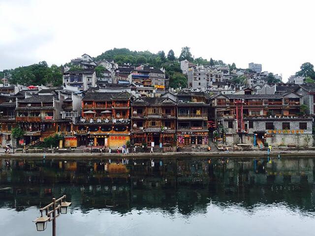 Nếu đi du lịch Trung Quốc bạn đừng bỏ qua cơ hội ghé thăm Phượng Hoàng cổ trấn