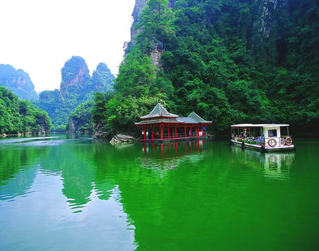 Vẻ đẹp huyền ảo Hồ Bảo Phong