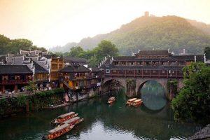 tour du lịch trương gia giới phượng hoàng cổ trấn là tour du lịch Trung Quốc hot nhất hiện nay