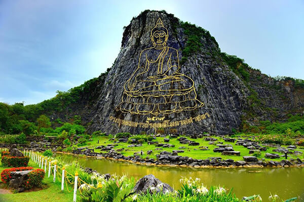 Núi Phật Vàng trong tour Bangkok-Pattaya 5 ngày 4 đêm