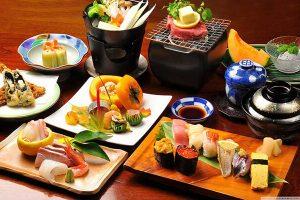 Một trong những điểm hấp dẫn của tour Nhật Bản là du khách được trải nghiệm ẩm thực trù phú