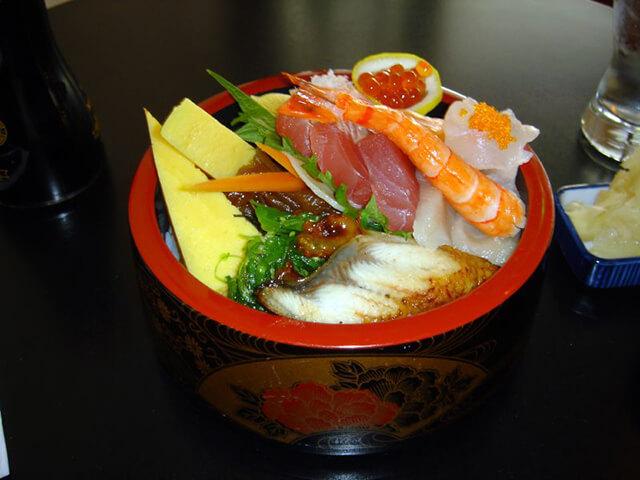 Nhớ dùng loại Chirashi Sushi khi du lịch Nhật Bản