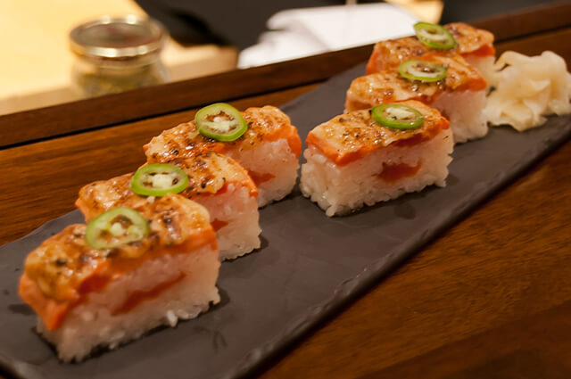 Thưởng thức Oshi Sushi khi đi du lịch Nhật Bản