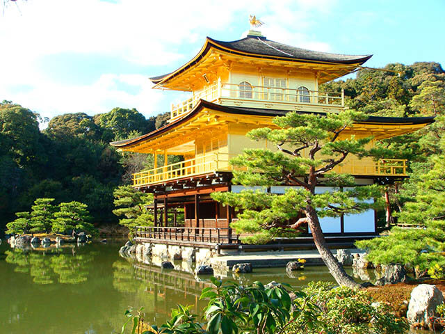 Mỗi một mùa ghé đến, chùa Vàng lại khoắc lên mình một vẻ đẹp riêng và đều khiến du khách trong tour nhật bản 6N5D không khỏi ngẩn ngơ