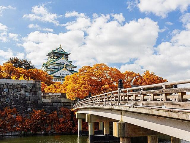 Lâu đài osaka là một trong những điểm thăm quan hấp dẫn trong tour du lịch Nhật Bản