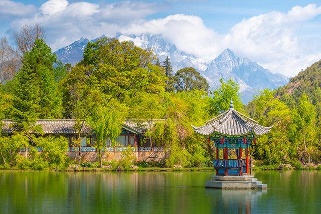 Khung cảnh xanh mát của Lệ Giang mùa hè
