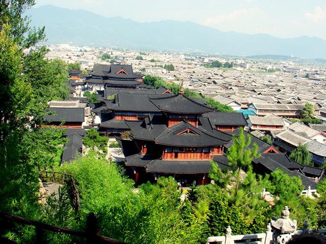 Tour Lệ Giang-Shangrila không chỉ có cảnh đẹp mà còn có nhiều câu chuyện văn hóa