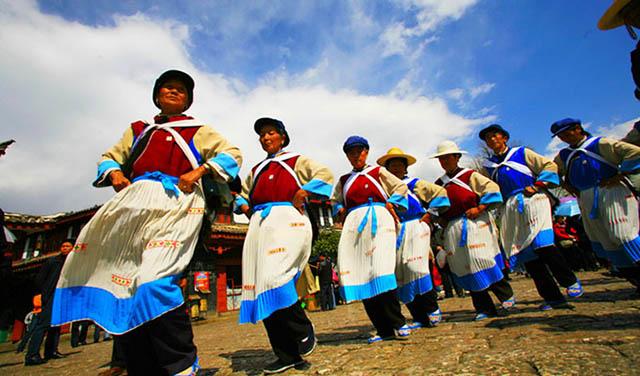 Trong tour lệ giang shangrila bạn sẽ khám phá thêm nhiều phong tục, tập quán độc đáo của người Naxi
