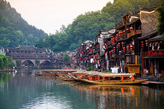 Sông Đà Giang được mệnh danh là nàng thơ của Phượng Hoàng cổ trấn