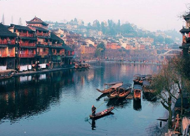 Khám phá vẻ đẹp mong manh, lãng mạn của Sông Đà Giang trong tour du lịch trương gia giới phượng hoàng cổ trấn