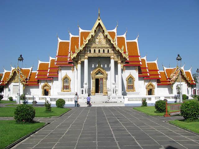 Ghé thăm chùa Cẩm Thạch trong tour du lịch Thái Lan 5 ngày 4 đêm
