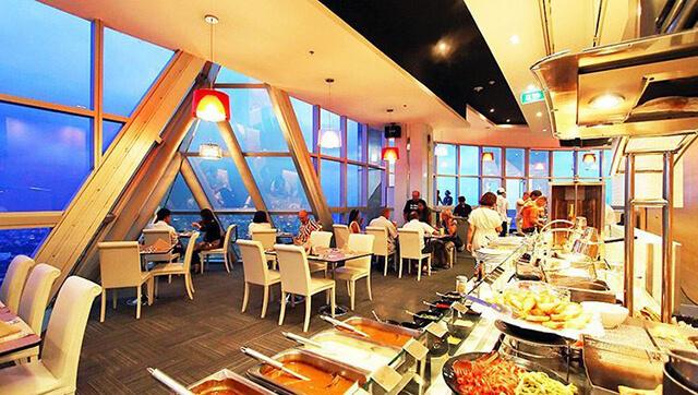 Du khách trong tour Thái Lan 5 ngày 4 đêm sẽ được thưởng thức buffet 200 món tại tòa nhà cao nhất đất Thái