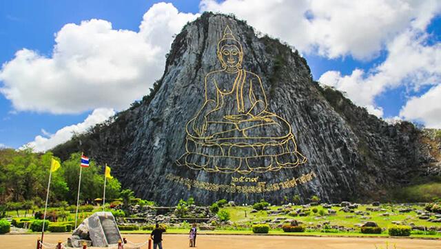Núi Phật Vàng trong tour Thái Lan 5 ngày 4 đêm