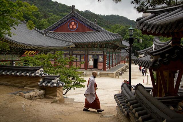 Vì là một điểm tham quan hấp dẫn trong tour du lịch Hàn Quốc nên bạn cầm chú ý một số uy tắc khi vào chùa Tào Khê