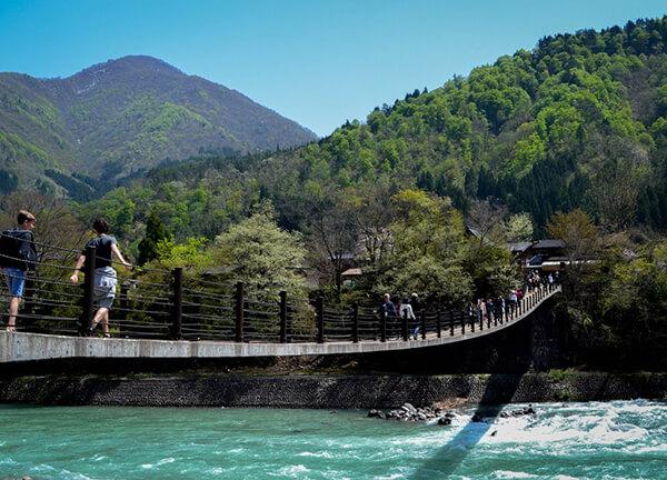 Tên của Shirakawago có nghĩa là làng của những dòng sông trắng