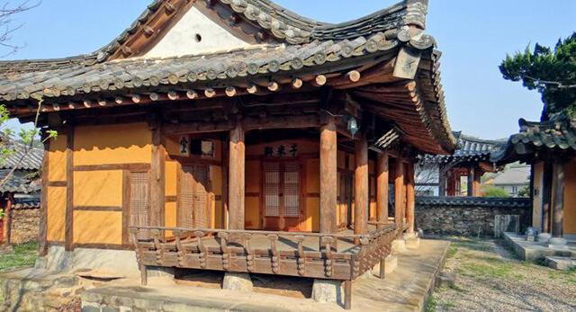 Hướng của các ngôi nhà trong làng cổ Hanok được tính toán cẩn thận để đảm bảo mát vào mùa hè và ấm vào mùa đông
