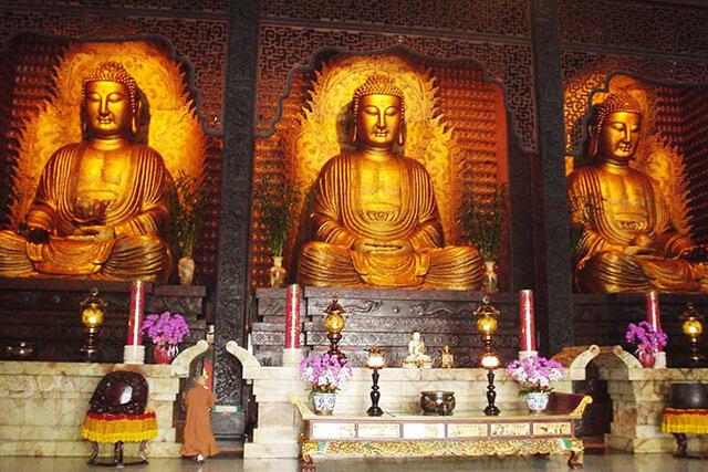 Du khách trong tour Đài Loan có cơ hội chứng kiến tận mắt xá lợi răng phật quý giá khi đến Phật Quang Sơn