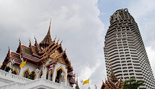Tòa cao ốc đối diện chùa Vàng từng bị ngăn cản xây dựng vì được cho là che mất ánh nắng của chùa Thuyền
