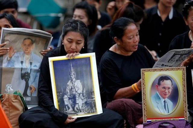 Hàng triệu người dân Thái Lan đã vô cùng đau buồn khi Vua Thái băng hà vào năm 2016