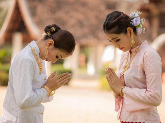 Học cách chào hỏi của người Thái để còn biết thực hành khi đi tour Thái Lan