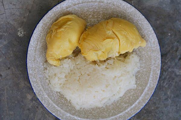 Món ăn dễ gây nghiện trong tour Thái Lan mang tên Khao Neow Toorien
